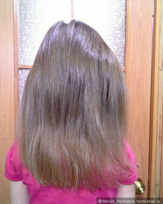 на кончиках волос белые точки